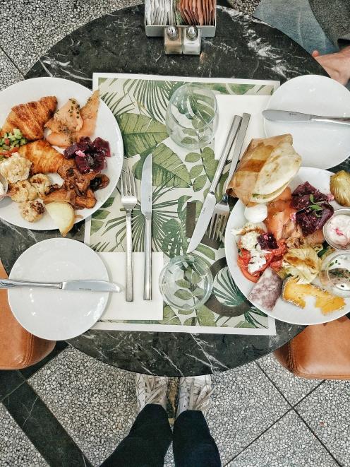 israeli breakfast in tel aviv